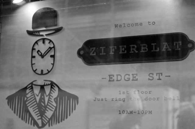 ziferblat-manchester-window