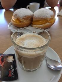 Snopao cafe portugal Bolo de berlim